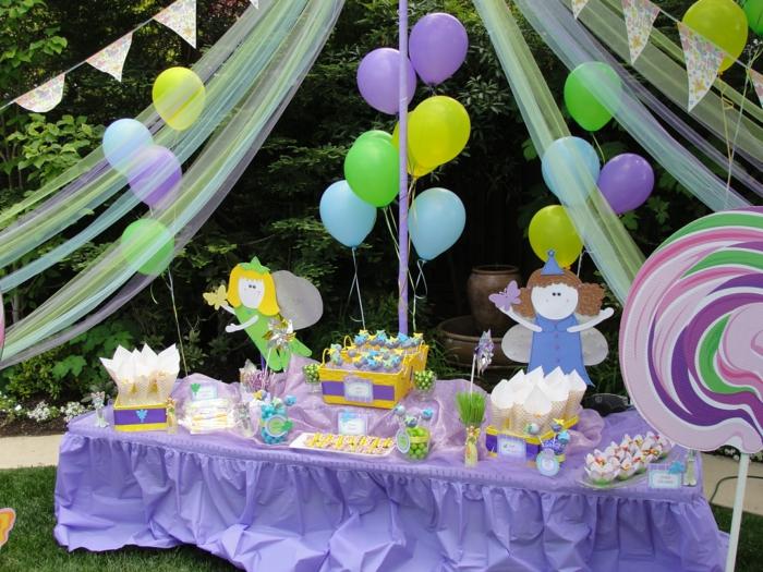 party deko geburtstag, lila farbe als hauptmotiv, pastellfarben zur deko von dem zuhause, gartenfest mit einer fee und vielen baloons