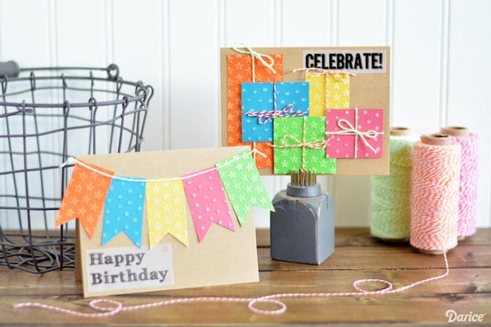 geburtstagskarte basteln, braunes papier, bunte faden, girlande, kleine geschenke, karten zum geburtstag