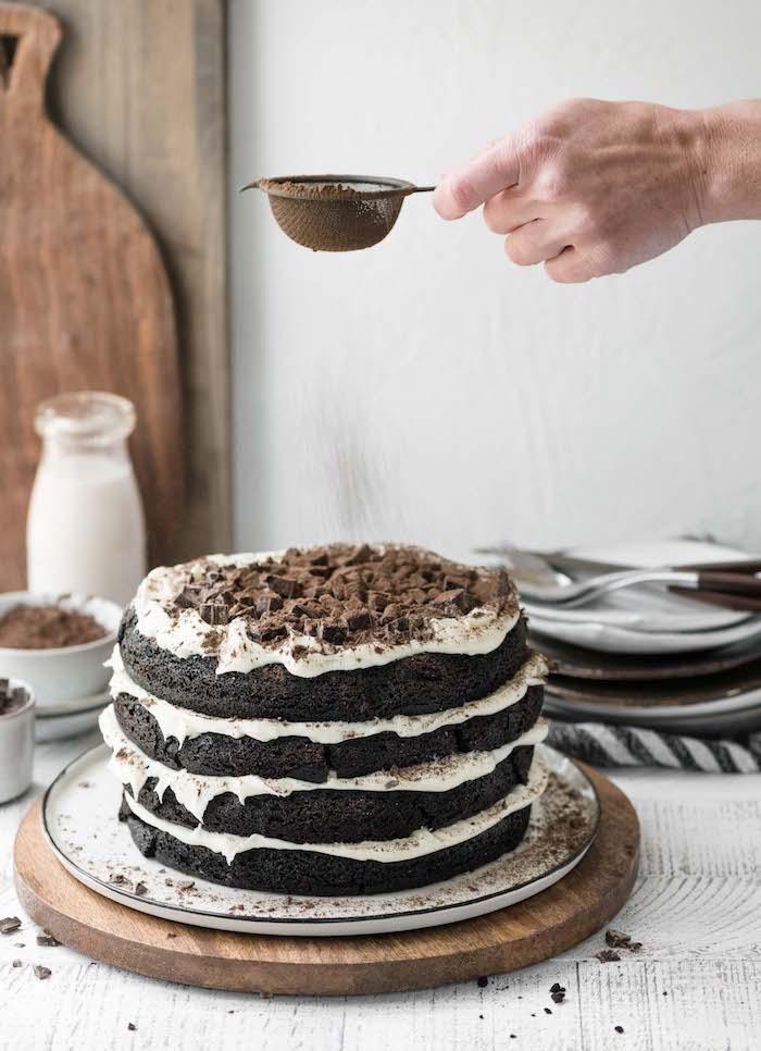 Leichtes und schnelles Rezept für Geburtstagstorte mit Buttercreme und Schokolade