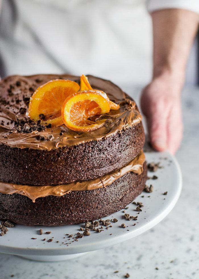 Schokoladentorte mit Orangenscheiben, leichtes und schnelles Rezept für Geburtstagstorte