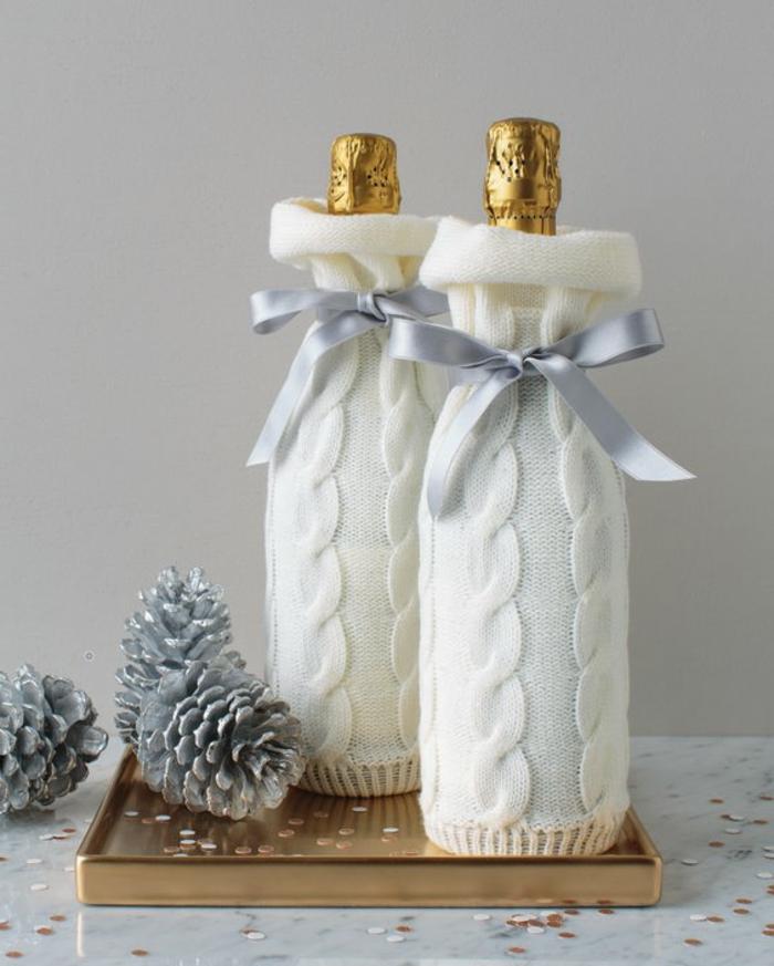 zwei Sektflaschen zu Weihnachten, selber stricken oder alte Ärmel benutzen, Flasche einpacken