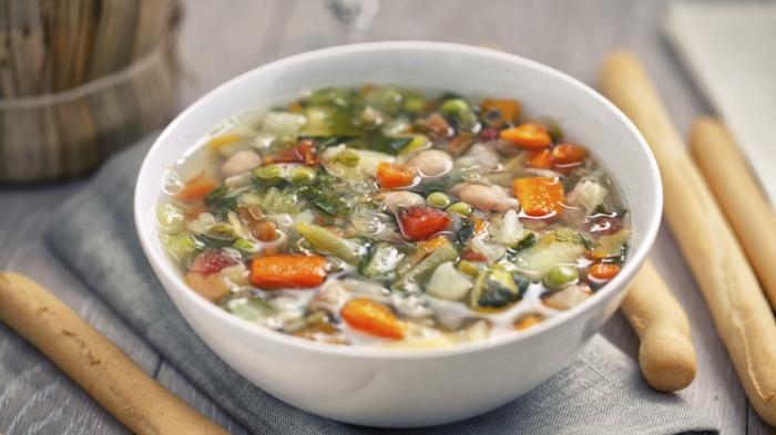 einfache rezepte ernährungsplan, eine einfache suppe, schnell zum zubereiten, gemüse und hähnchen supperezept