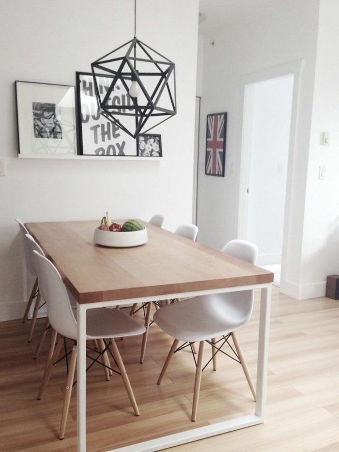 ein großer Tisch mit sechs Stühle, eine Bilderleiste, kleine Wohnung einrichten