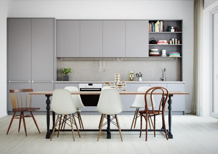 Wandfarbe Hellgrau, hellgraue Regale, eine moderne Einrichtung, gemütliche Küche