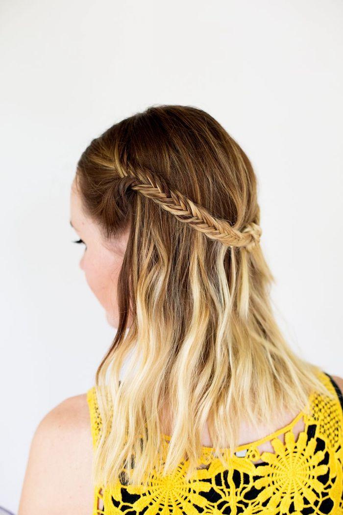 haare flechten, rücken, mittellange haare, ombre blond, zwei gebundene zöpfe, flechfrisur