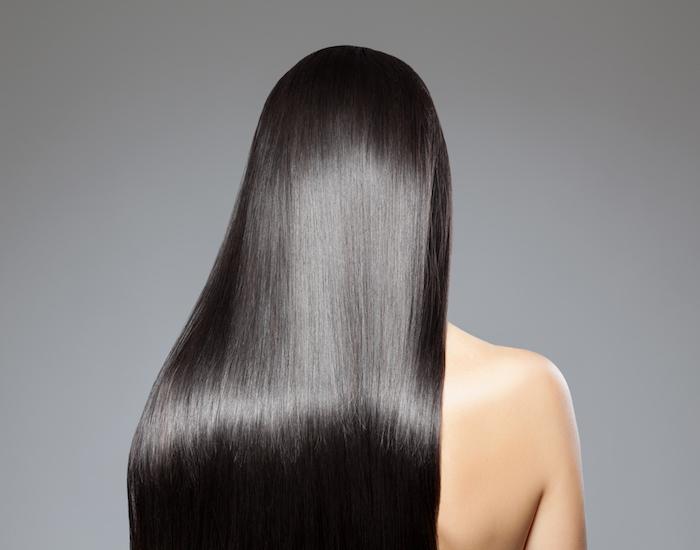 Lange schwarze haare rucken