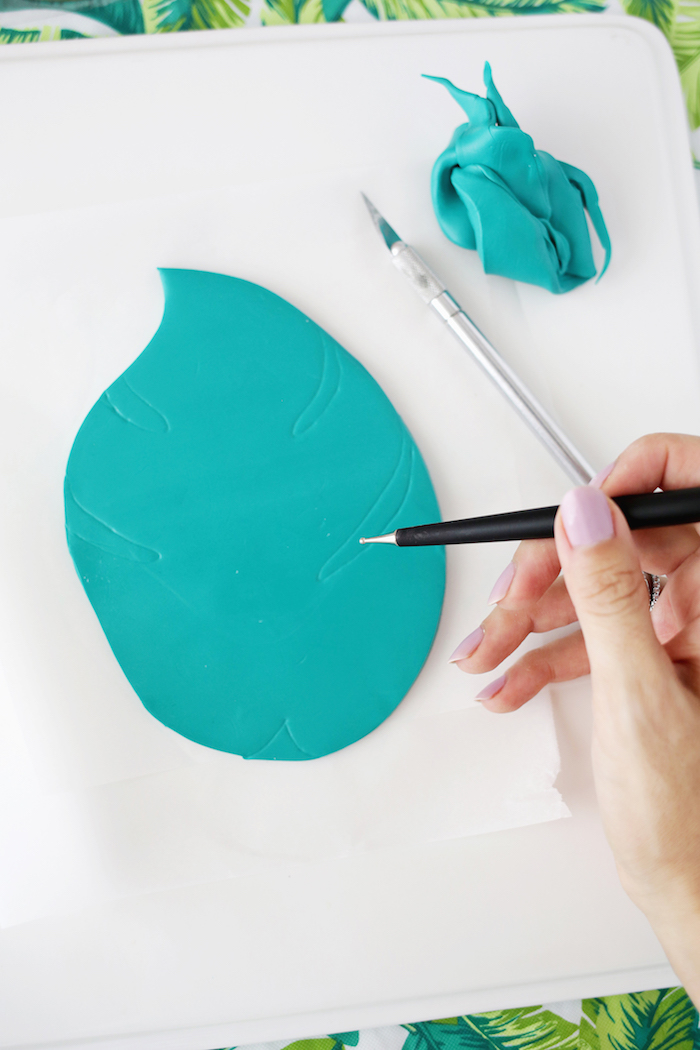 Schale in Form von Blatt selber basteln, Schritt für Schritt Anleitung zum Nachmachen