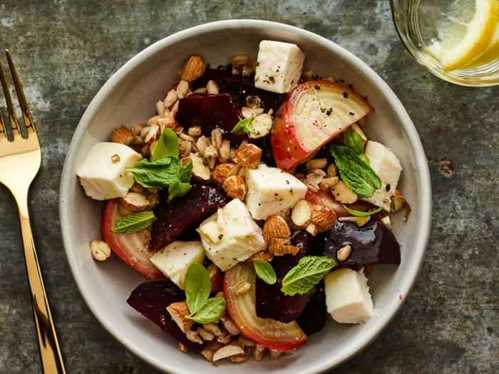 ein Salat mit Käse, Nüssen, Partysalat schnell und lecker mit exotischen Früchten
