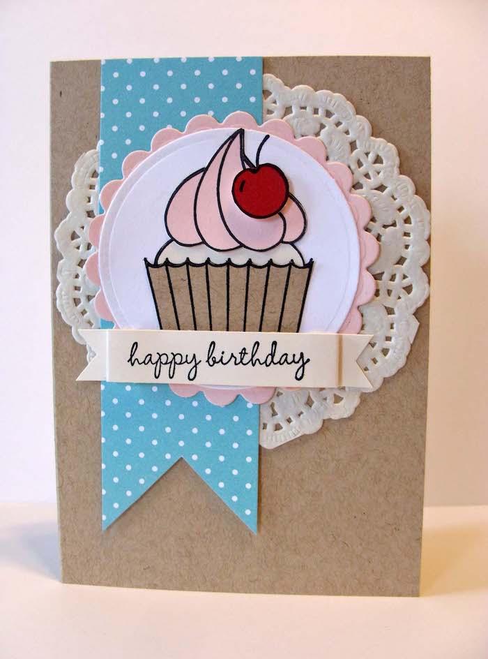 karten basteln mit papier, cupcake mit kirsche, strickerei, selbstgemachte geburtstagskarte mit 3d dekorationen