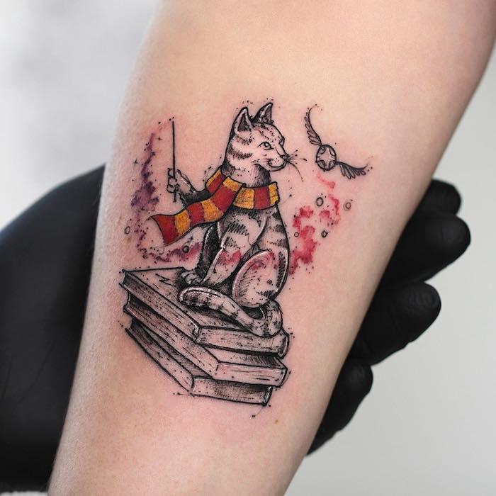 Katzen Tattoo, Harry Potter, Zauberstab und der goldene Schnatz, drei Bücher