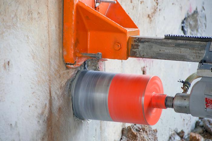 kernbohrung, große maschine, kernbohrer, loch in betonwand machen