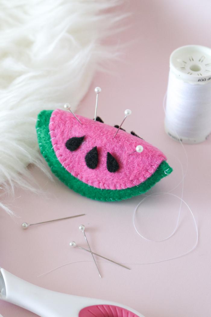Wassermelone Nadelkissen selber nähen, kreative und leichte DIY Idee zum Nachmachen