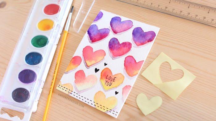 kreative geburtstagskarten basteln, pinsel, herzen mit wasserfarben malen, liebe, herz muster