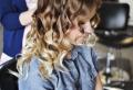 Frisuren mit Locken: Über 90 moderne Styling-Ideen mit Anleitung