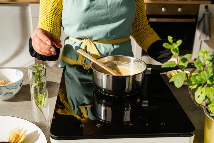 Rezept für Creme Caramel ohne Ei, Sojamilch mit Agar und Rohrzucker mischen