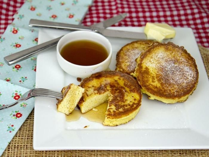 gerichte ohne kohlenhydrate, gebackenen käsestücken mit honig beilage, honig dip