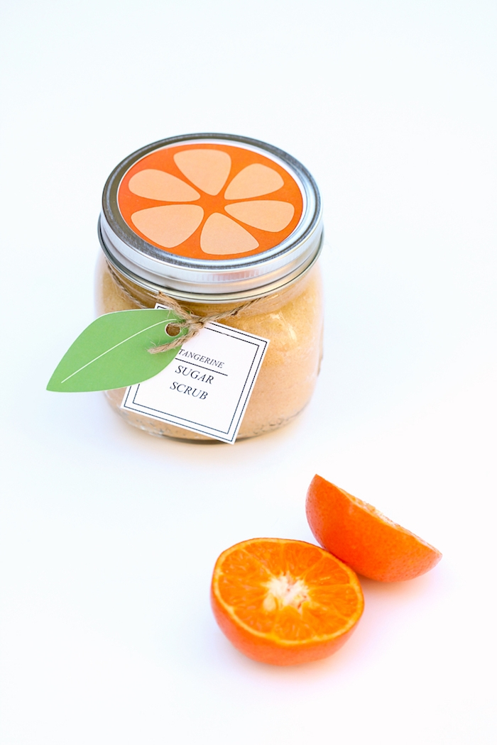 Peeling mit Zitrusfrüchten selbst herstellen und in Einmachglas aufbewahren, Aufkleber in Form von Orange ausdrucken