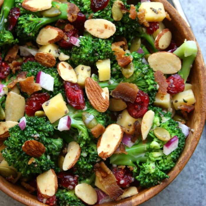 Brokkoli Salat mit Nüssen und andere Zutaten, Sommersalate Rezepte
