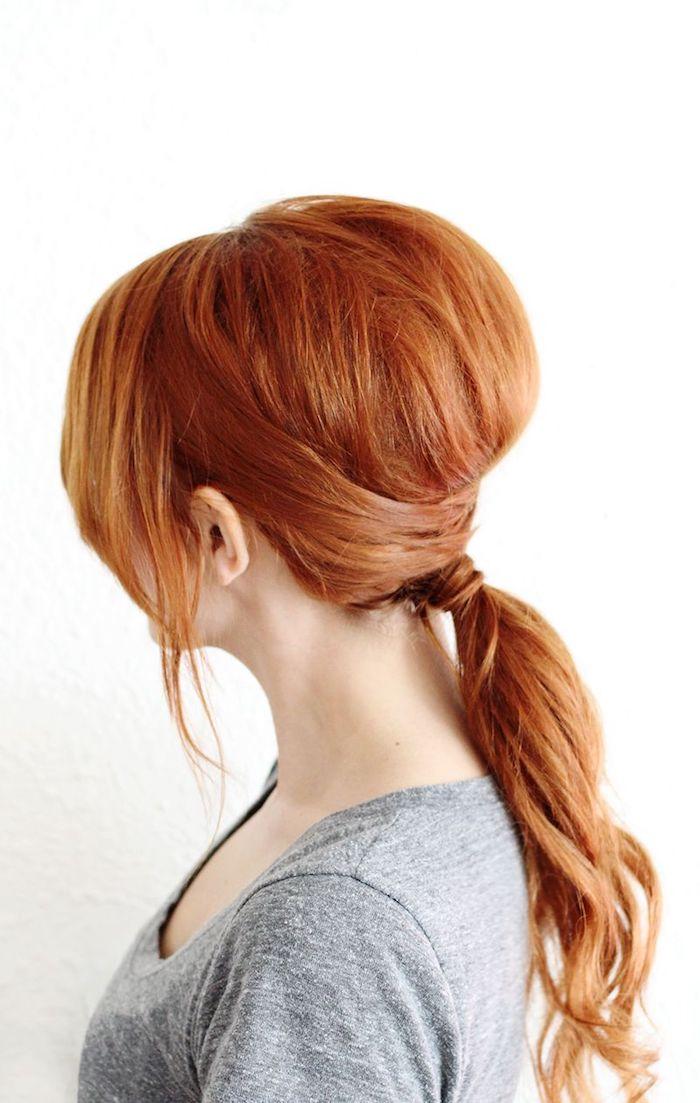 naturlocken frisuren, toupierte rote haare, pferdeschwanz binden, schnelle alltagsfrisur