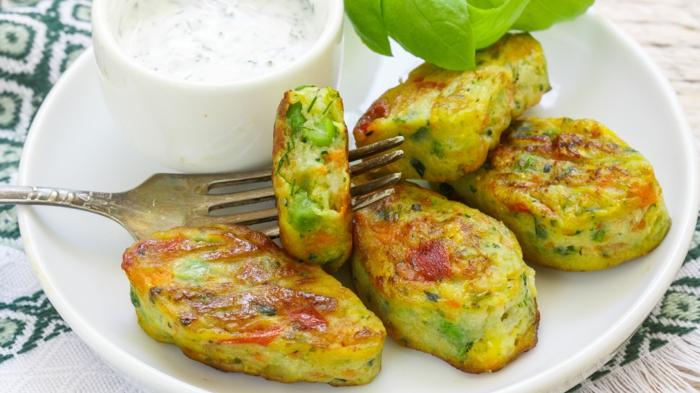 gesunde rezepte abendessen, gegrillt oder fritiert, zucchini mit gewürzen