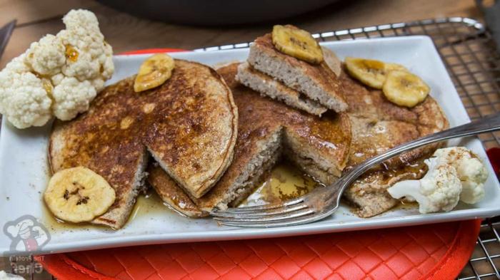 kohlenhydratarmes essen zum frühstück, pfannkuchen aus banane und eier