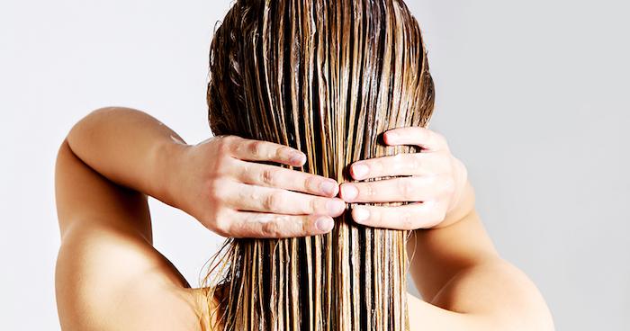 olivelöl haare, öl auftragen, haarkur selber machen, nasse haare, natürliche haarpflege
