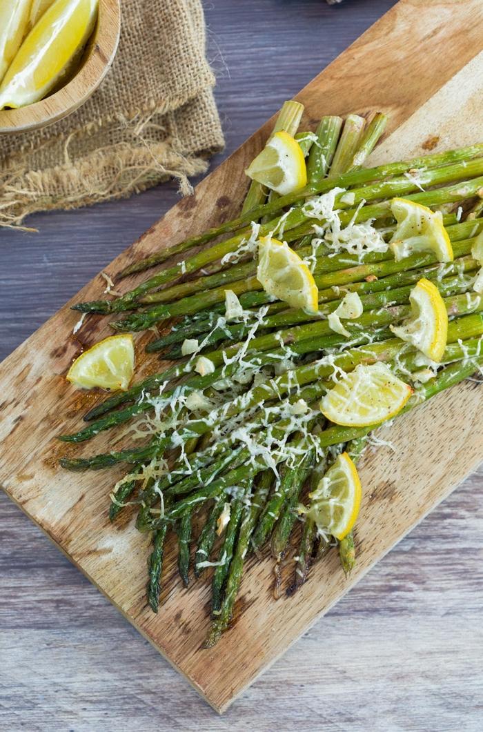 kohlenhydratefreies essen vegeratisch, spargeln zubereiten mit mozzarella und zitrone, gesund und schlamchaft