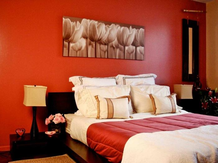 farben für schlafzimmer, rot für ein romantisches ambiente, zimmergestaltung in rot mit vielen blumen, schöne ideen