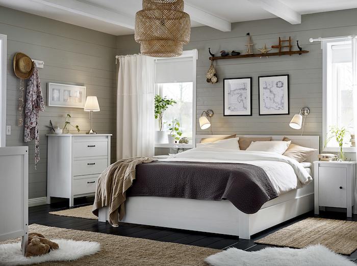 zimmer einrichten, ideen zum entlehnen, dezentes zimmerdesign mit schönen dekorationen, wandbilder, hut, lampen, vorhänge, teppiche