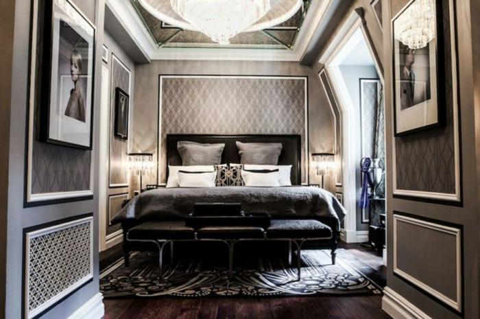 bett unter dachschräge, elegantes design für das schlafzimmer in schwarz und weiß, wandgestaltung