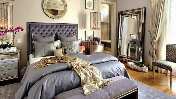 schlafzimmer dekorieren in prächtigem stil, luxusschlafzimmer design idee, satin bettwäsche, lila und golden kombinieren, königliches zimmer