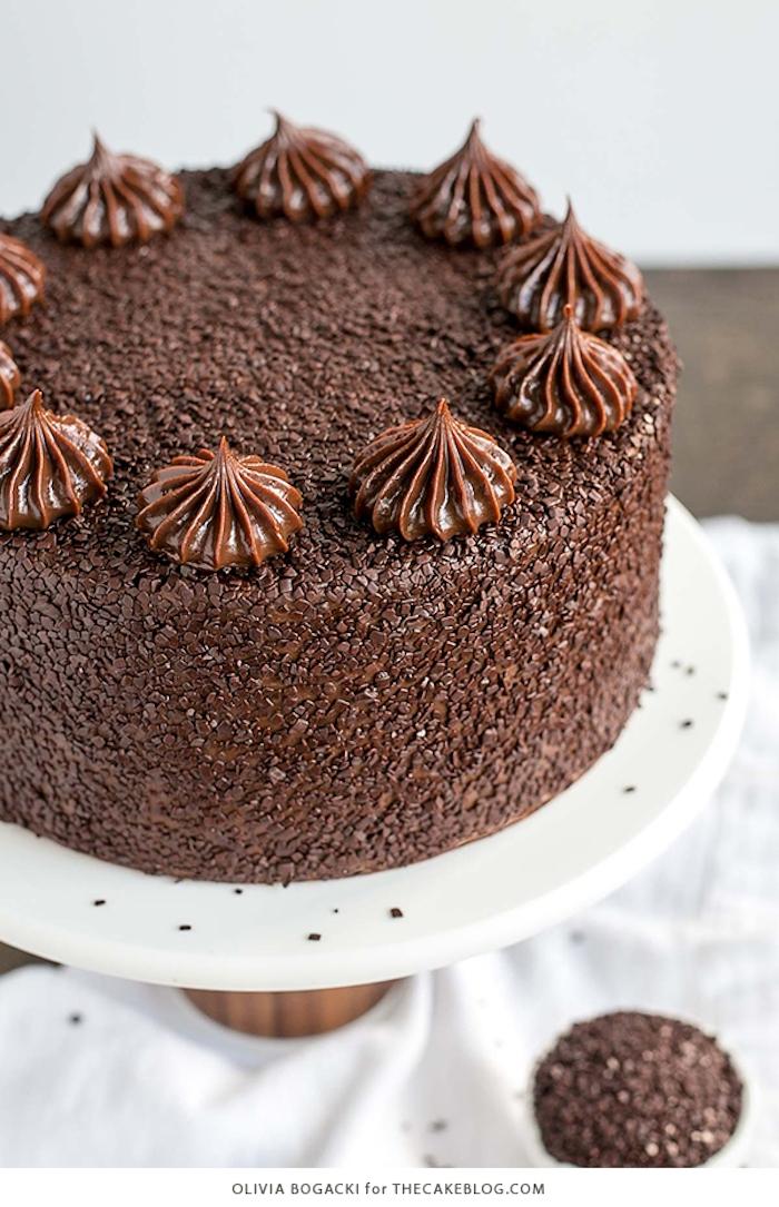 Schokoladentorte mit Buttercreme und Streuseln, Idee für Geburtstagstorte