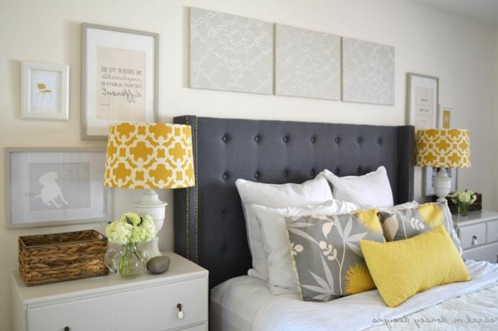 schlafzimmer bild über bett, grau, weiß und gelb, zimmerdesign ideen, kissen, lampen, wanddeko