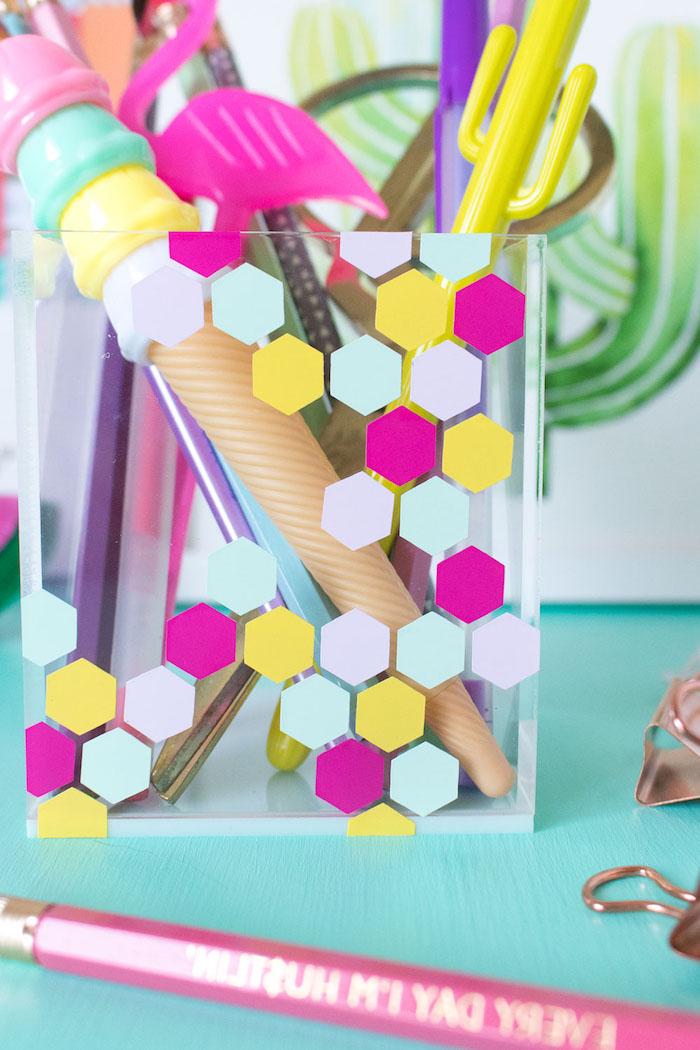 Stiftehalter als Bienenstock selber machen, in fröhlichen Farben, leichtes DIY Projekt