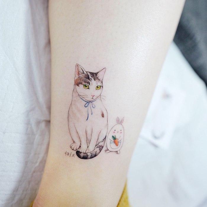 Bein Tattoo für Frauen, Katze mit blauem Band, Kaninchen mit Karotte