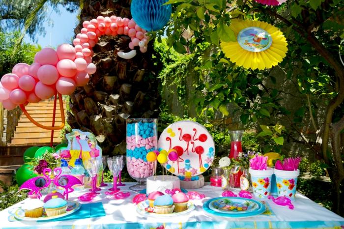 dekoration 30 geburtstag, flamingo als motiv der party pinke feier zum genießen, bunte farben bereiten freude