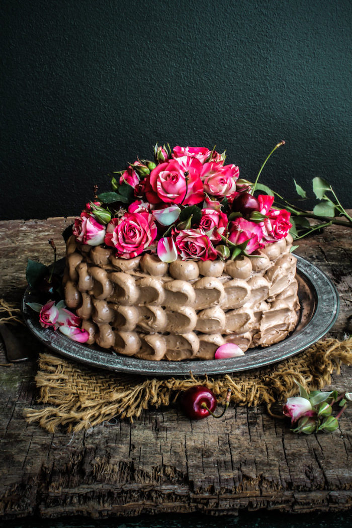 Torte mit Buttercreme und echten Rosen, Idee für Geburtstagstorte