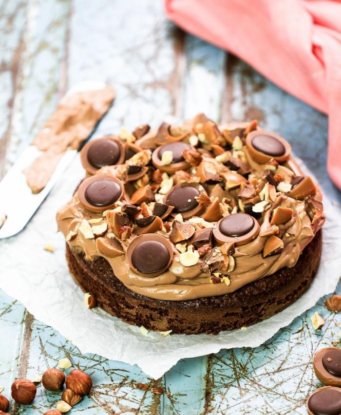Toffifee Pralinen ganz und zerstückelt, Schokolade Glasur, Toffifee Torte Rezept