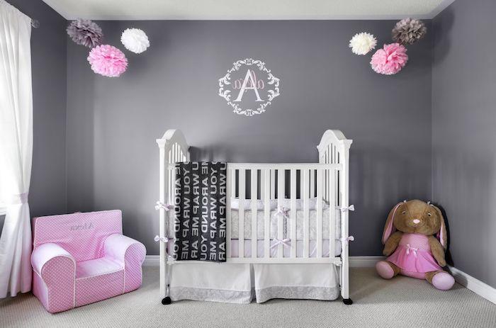 wandfarbe hellgrau ist schöne idee für das kinderzimmer, mädchenzimmen, babyzimmer, rosa spielzeuge, kuscheltiere