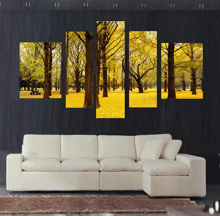 schöne wandgestaltung idee, gelbe wandbilder, krasse farben an einem dunkelgrauen wand, weißes sofa