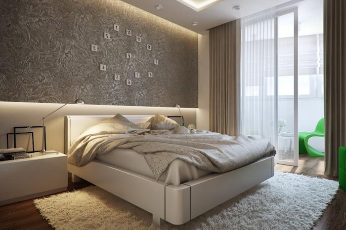 wanddeko schlafzimmer, beige, beleuchtung ideen, teppich, vorhänge, kleiner balkon in der wohnung