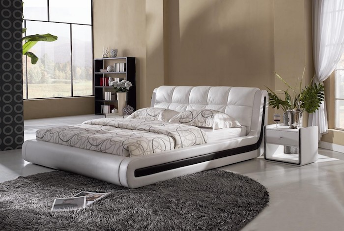 wanddeko schlafzimmer idee, dezentes design beige wand, ruhige atmosphäre in dem schlafraum