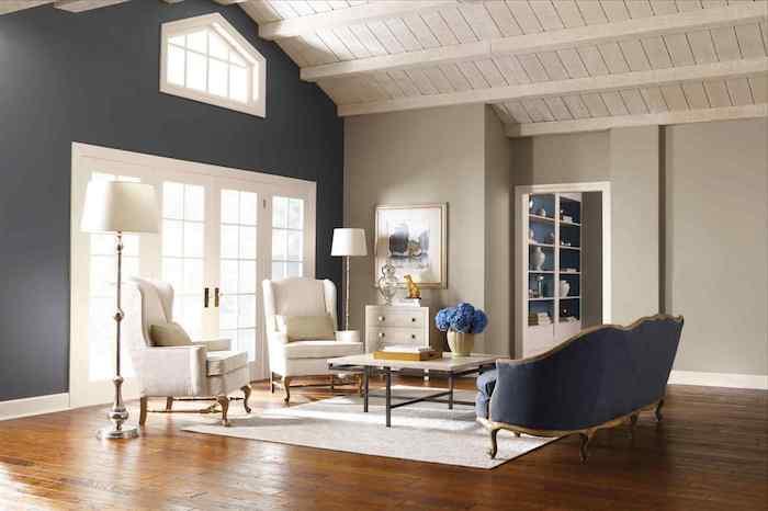 GroBartig Welche Farbe Passt Zu Braun, Brauner Boden, Graue Wände, Weiße Möbel,  Zimmerdesign