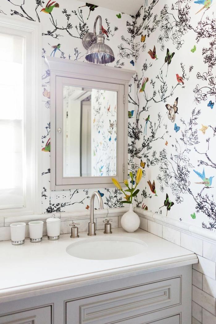 Wandgestaltung Küche mit Farbe, Schmetterlinge und Zweige auf der Tapete, Wandfliesen