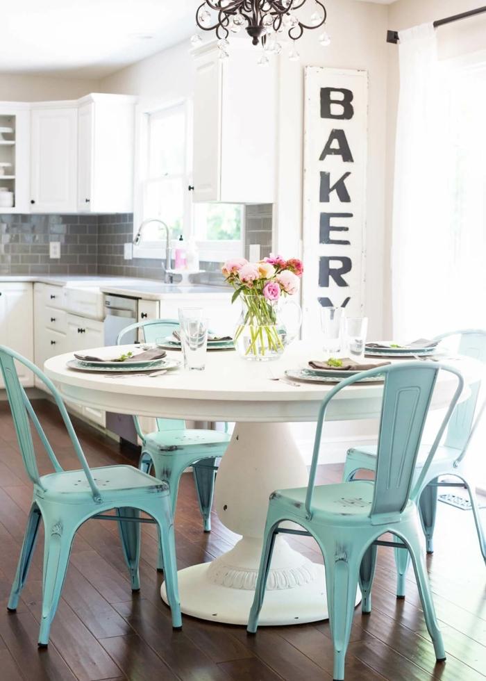 Wandtattoo Küche, Aufschrift Bakery oder Backerei auf Deutsch, eine kleine Küche einrichten