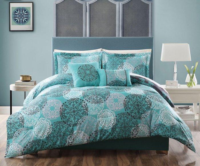 graue wandfarbe in dem schlafzimmer, ideen zum einrichten, blau und grau muster, motive, geometrische dekorationen
