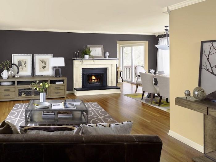 wohnzimmer grau weiß und beige, braune möbel, kaminofen, schränke, ideen