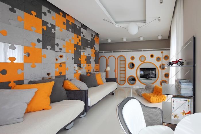 wohnzimmer grau weiß mit dekorationen in oranger farbe ideen zum gestalten, sofas