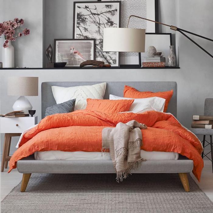 welche farbe passt zu blau und grau, kontraste bei der einrichtung, orange decke idee für das schlafzimmer