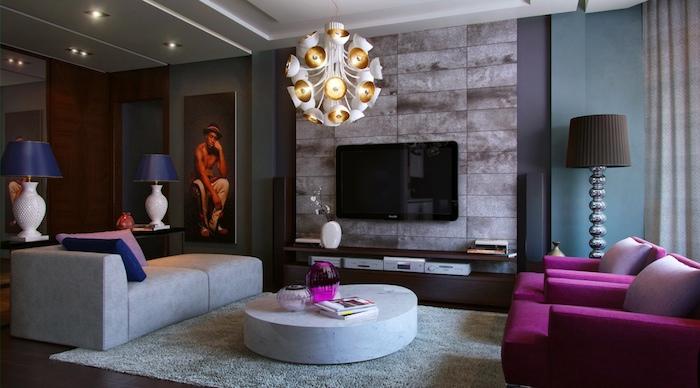 farbkombinationen im wohnzimmer, wohnraum cool einrichten, lila sessel, bunte kissen als deko, wandbild in rot und orange, krasse farben kombinieren